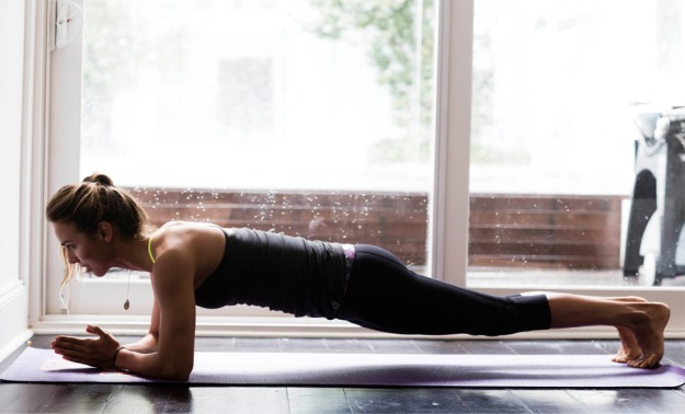 sally-Fitzgibbons-yoga-planche