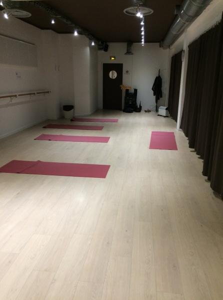 salle yoga studio bleu